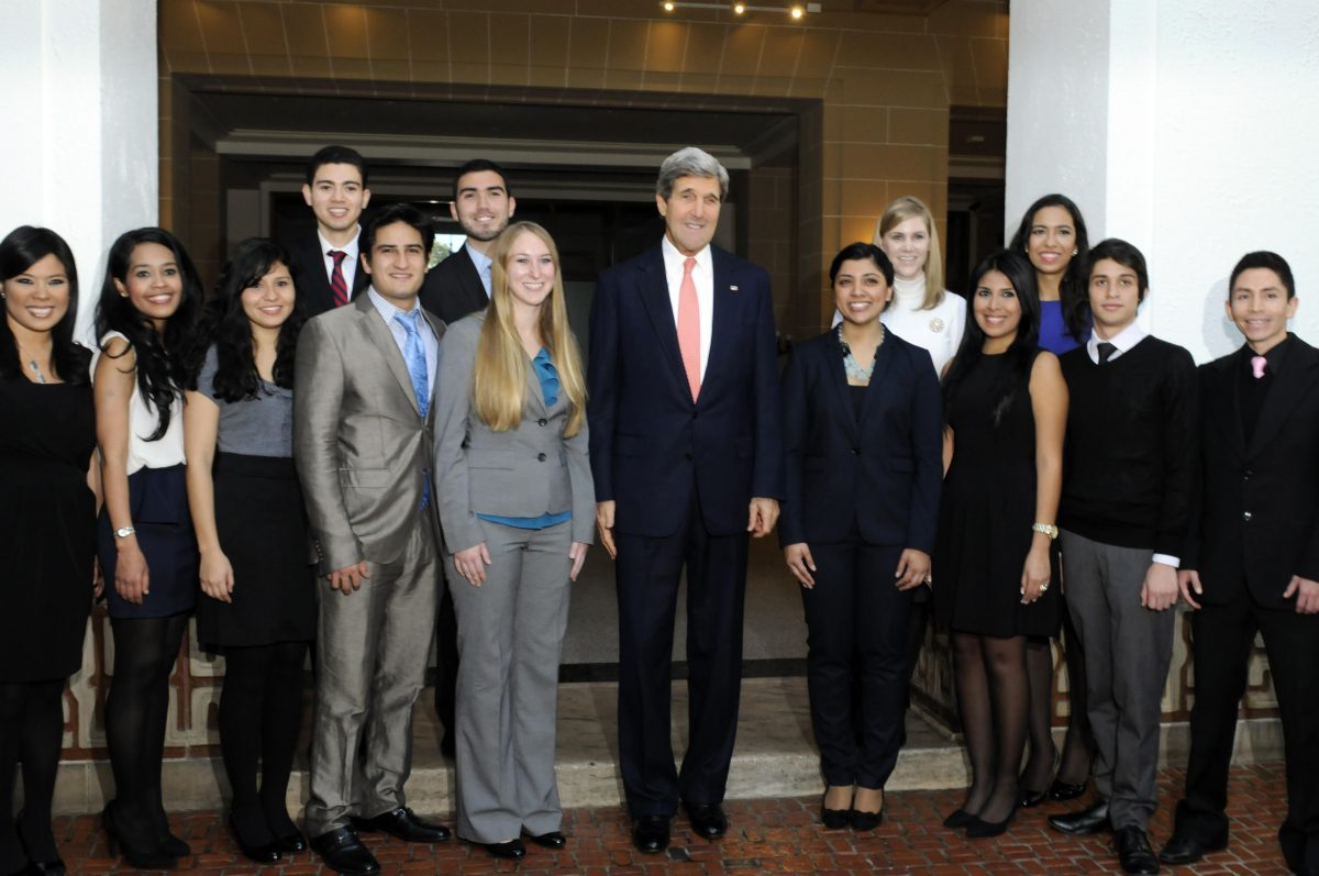 Lauren Danen and peers pose for a photo with Secretary Kerry