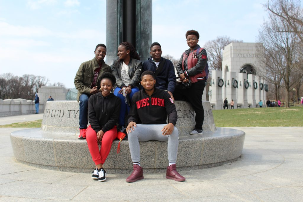 Group of K-M Scholars pose newar monument in D.C.